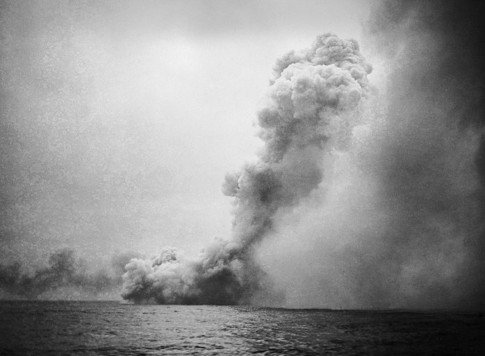 1280px-destruction_of_hms_queen_mary